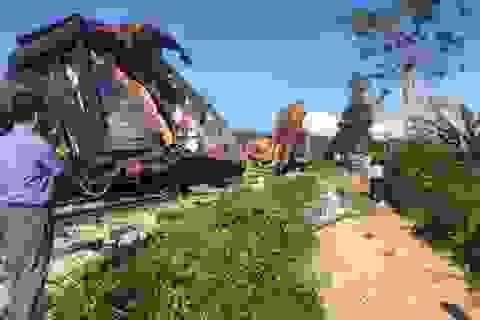 Vụ tàu SE3 lật ở Quảng Bình: Tài xế máy đào đất cố tình vượt đường sắt!
