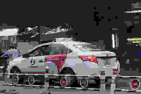 Hành khách trả dư tiền còn bị tài xế taxi hành hung?