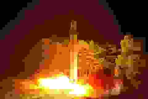 Khoảnh khắc tên lửa liên lục địa Triều Tiên chói lòa trên bầu trời Nhật Bản