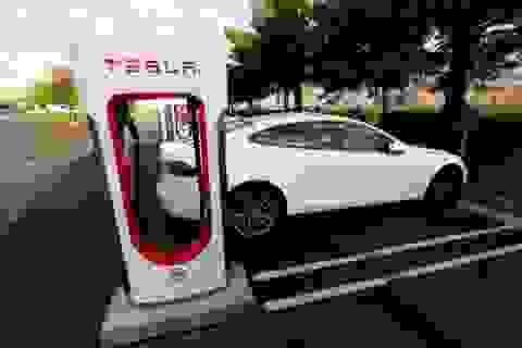 Tesla trở thành nhà sản xuất ô tô lớn nhất nước Mỹ