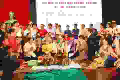Tổ chức Tết cổ truyền cho du học sinh Lào, Thái Lan