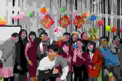 Bạn trẻ Việt tụ họp bên mâm cỗ Tết tại Osaka