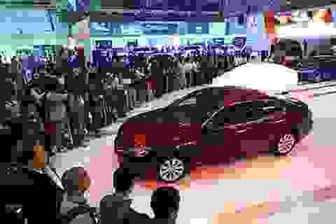 Giá ngất ngưởng, thị trường ôtô Việt Nam vẫn tăng trưởng chóng mặt