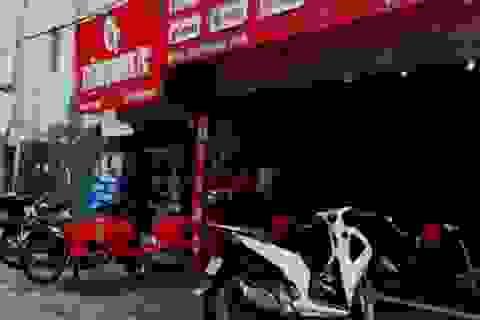 """Hà Nội: Điều tra nghi án nhân viên sửa xe máy bị tấn công bằng vũ khí """"nóng"""""""