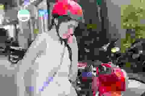 Á hậu Thuỳ Dung đi xe máy mỗi ngày để tiết kiệm tiền