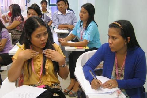 Giáo viên nước ngoài lương 2.000 USD, giáo viên Việt bỏ việc vì vướng quy định