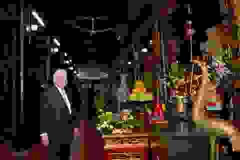 Ngoại trưởng Mỹ thăm di tích lịch sử nhà tù Hỏa Lò, chùa Trấn Quốc