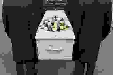 Thiếu niên bất ngờ tỉnh dậy ngay trong tang lễ của mình