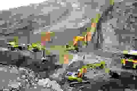 """Tranh cãi gay gắt vụ mỏ sắt Thạch Khê: Chọn thu về hàng tỷ USD hay """"mất trắng"""" 2.000 tỷ vốn nhà nước"""