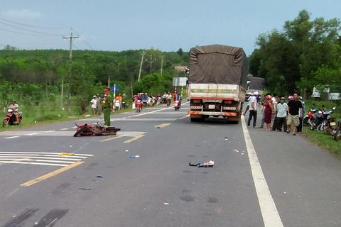 Va chạm với xe tải, người đàn ông bị cán ngang người, tử vong tại chỗ