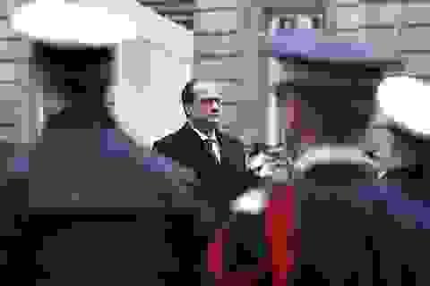 Súng cảnh sát Pháp bị cướp cò khi bảo vệ tổng thống, 2 người bị thương