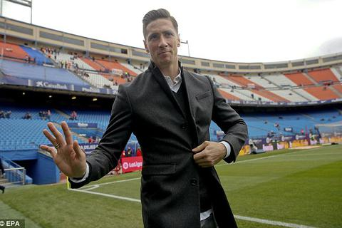 Torres cười tươi rói, trở lại sân cỏ sau chấn thương kinh hoàng