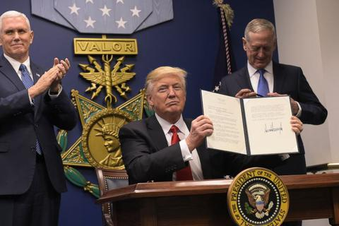 """Tòa án Mỹ """"bật đèn xanh"""" cho sắc lệnh cấm di trú của Tổng thống Trump"""