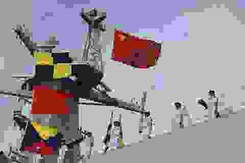 """Trung Quốc """"tố"""" người nhái Nhật Bản bám theo tàu chiến"""