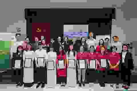 Trao học bổng đến sinh viên khoa Công nghệ Sinh học - Học viện Nông nghiệp Việt Nam