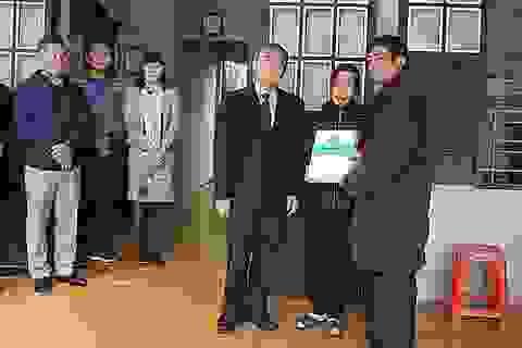 Trao tiền chế độ bảo hiểm xã hội tới gia đình phóng viên Đinh Hữu Dư