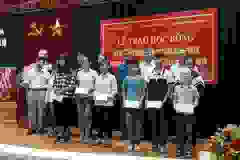 """Trao 20 suất học bổng """"Về Trường Sơn 2017"""" đến học sinh nghèo Thanh Hóa"""