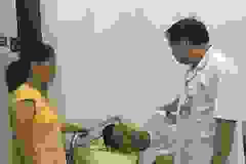 Cứu bệnh nhân 29 tuổi leo lan can tầng 18 định tự tử
