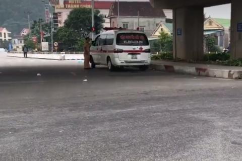 Xe tải tông xe máy, 2 bố con tử vong