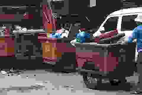Ước mơ của tân sinh viên khiến người mẹ đẩy xe rác rơi nước mắt