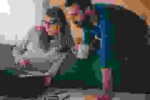 Cho em chồng mượn tiền, vợ tôi đòi viết giấy ghi nợ