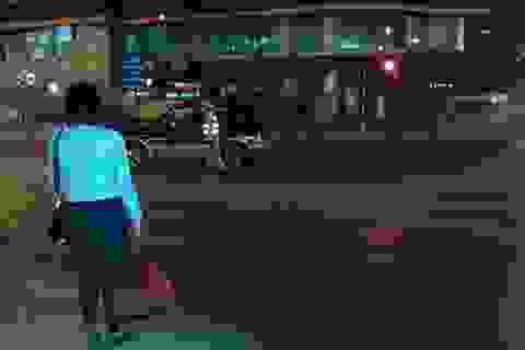 Muộn chuyến xe cuối năm, cô gái được CSGT đưa về tận nhà đón giao thừa