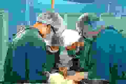 Tạo hình niệu quản cho người bệnh trong cặp song sinh Việt - Đức