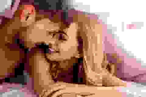 """Vợ sểnh tý có bầu mà chồng lại dị ứng """"áo mưa"""""""