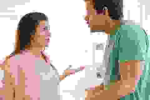 Bố mẹ chồng ốm, vợ tôi kêu bận việc nhất quyết không về chăm