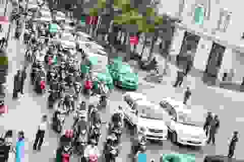 Vỡ quy hoạch taxi khiến kẹt xe càng nghiêm trọng