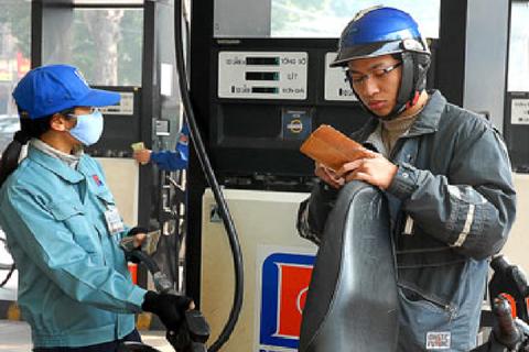"""Tăng thuế môi trường xăng dầu lên 8.000 đồng/lít chỉ lợi cho """"quản lý"""""""