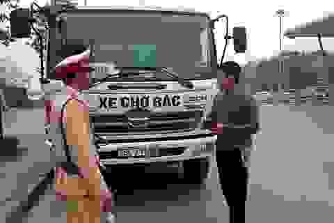 """Hà Nội: Lái xe đi vào làn buýt nhanh """"đổ lỗi"""" cho tắc đường"""