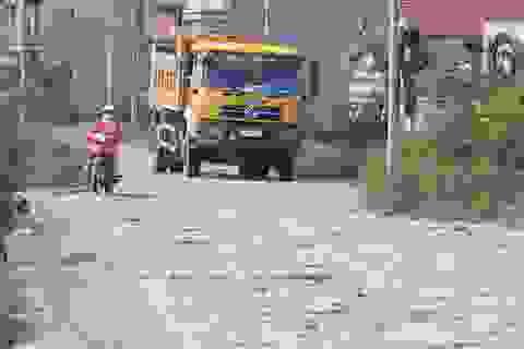 """Ám ảnh với tuyến đường đê nát như """"tương"""" chỉ có ở Hà Nội"""