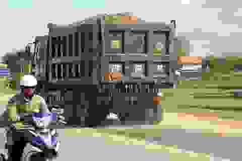 """Chủ tịch tỉnh Bình Định chỉ đạo xử lý xe quá tải """"lộng hành"""" trên Quốc lộ 19!"""