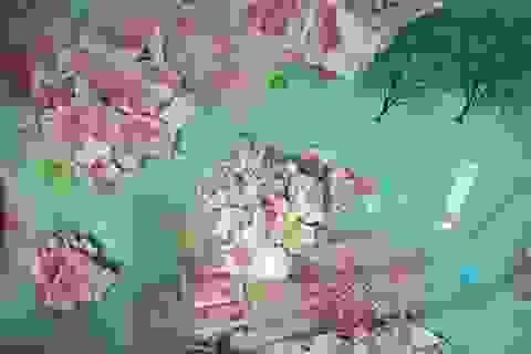 Bé trai Trung Quốc xé tan số tiền mặt trị giá hơn 7.000 USD của bố mẹ
