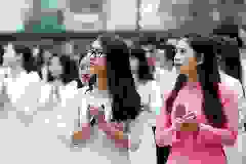 Lễ chào cờ đặc biệt của học sinh lớp 12 THPT Yên Hòa