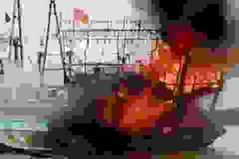 4 người bỏng nặng trong vụ nổ tàu lai dắt