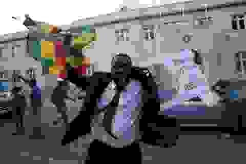 Người Zimbabwe xuống đường ăn mừng Tổng thống Mugabe từ chức