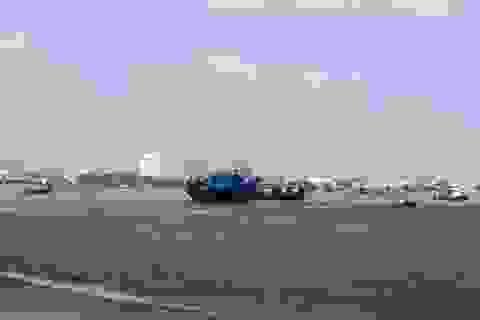 """Ngư dân lo """"thắt ruột"""" vì cửa biển bồi lấp, hơn 100 tàu không thể vươn khơi!"""