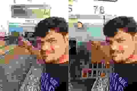 """Sốc clip khoảnh khắc người đàn ông bị tai nạn khi quay video """"tự sướng"""" trước đoàn tàu"""
