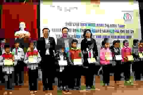 Phó Chủ tịch nước tặng quà Tết đồng bào, chiến sĩ Quảng Nam