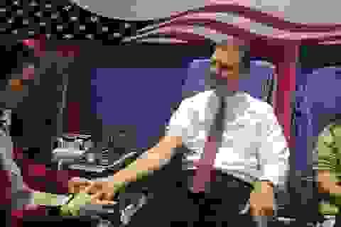 Tân Đại sứ Mỹ hào hứng trong lần đầu hiến máu ở Việt Nam