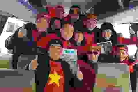 Dàn nghệ sĩ Việt cùng 850 cổ động viên được cảnh sát Thường Châu dẫn đường
