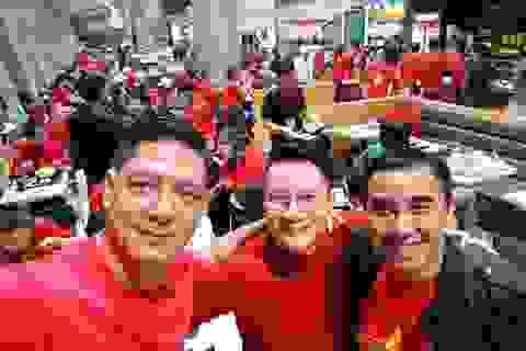Quyền Linh, Hoàng Bách, Bình Minh lên đường đi cổ vũ U23 Việt Nam từ 3h sáng