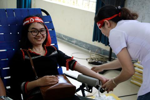 Hơn 2.500 người dân phố núi nô nức tham gia hiến máu tình nguyện
