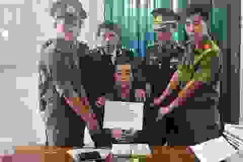 Bắt đối tượng mang 2 bánh heroin đi xe khách từ Lào về Việt Nam