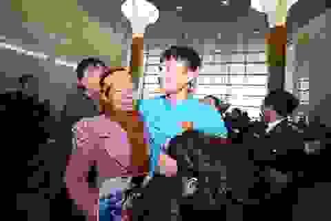 """Hậu vệ Phạm Xuân Mạnh: """"Có tiền thưởng con gửi về để bố mẹ trả nợ"""""""