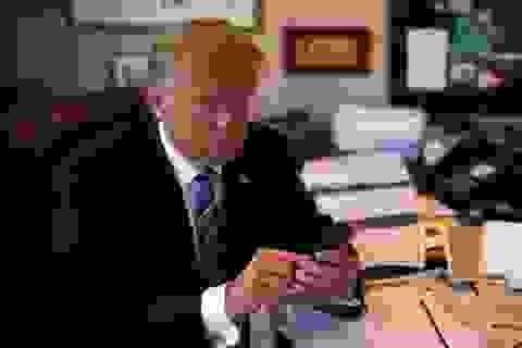Tổng thống Trump tiết lộ thói quen dùng mạng xã hội khi ăn, ngủ