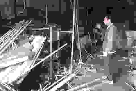 Tiệm sửa xe máy bị lửa thiêu rụi lúc rạng sáng