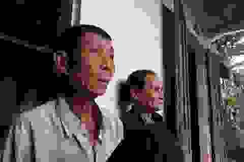 Cha mẹ già kiệt sức vì nuôi 2 con mắc bệnh hiểm nghèo